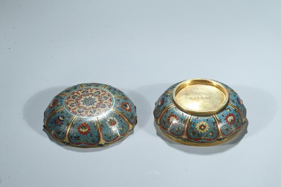 A CHINESE CLOISONNE ENAMEL 'LOTUS' BOX AND COVER - 9