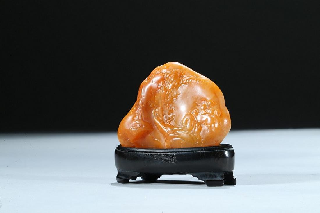 A SMALL CHINESE SHOUSHAN CARVED BOULDER - 3