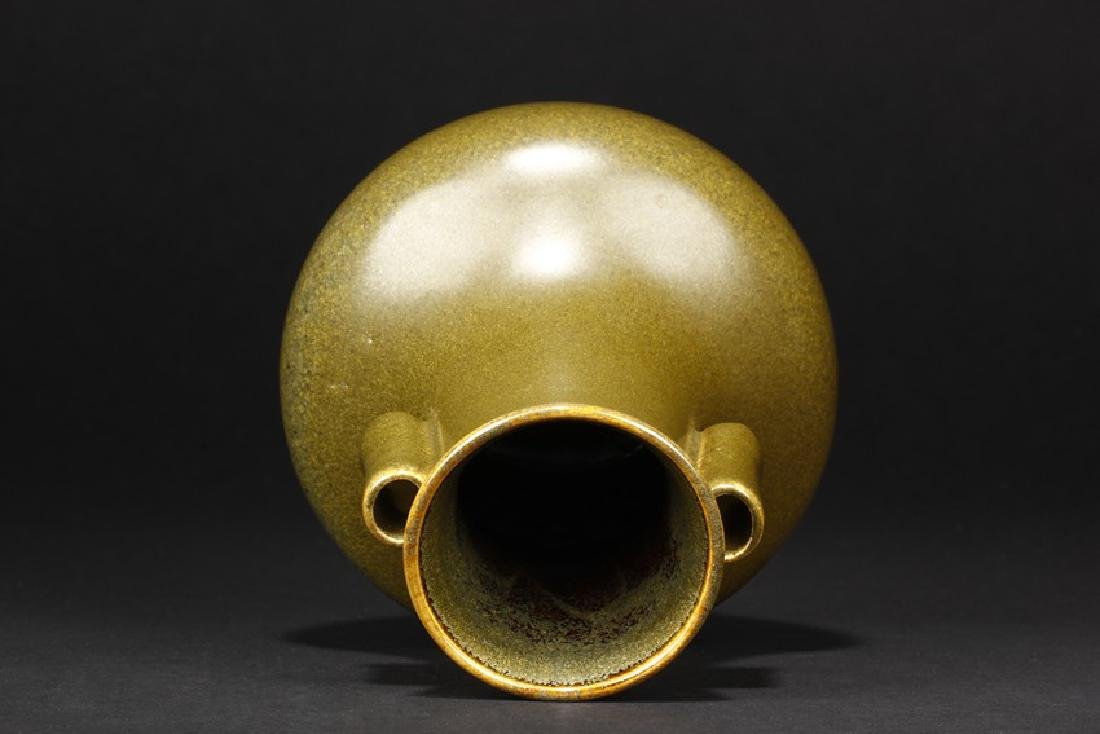 A CHINESE TEA DUST GLAZED TWO-HANDLED VASE - 5