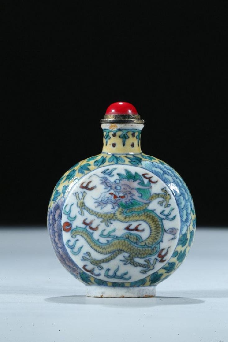 A CHINESE DOUCAI 'DRAGON AND PHOENIX' SNUFF BOTTLE