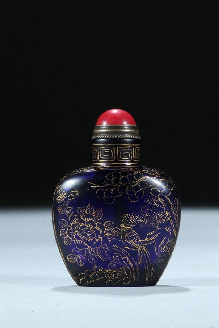 A CHINESE GILT PAINTED BLUE GLASS SNUFF BOTTLE