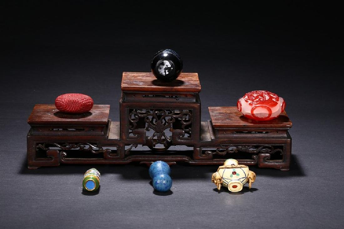 A GROUP OF SIX CHINESE VARIOUS SNUFF BOTTLES - 10
