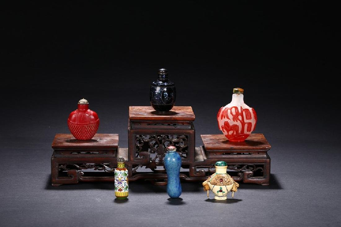 A GROUP OF SIX CHINESE VARIOUS SNUFF BOTTLES