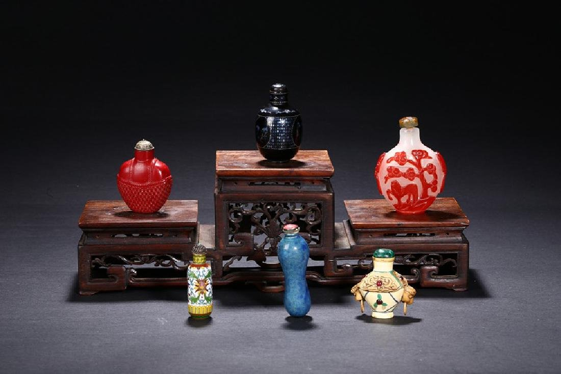 A GROUP OF SIX CHINESE VARIOUS SNUFF BOTTLES - 2