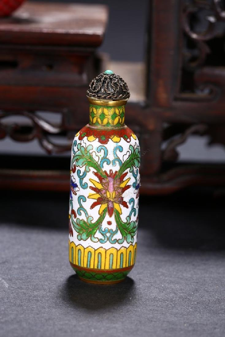 A GROUP OF SIX CHINESE VARIOUS SNUFF BOTTLES - 6
