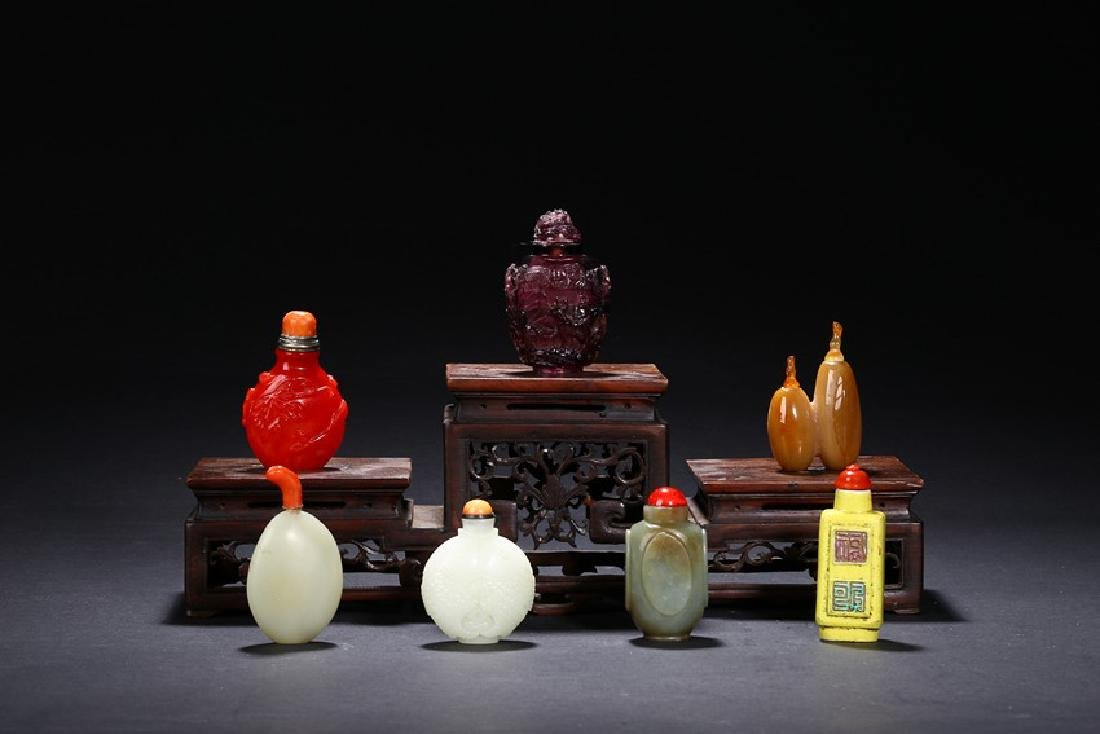 A GROUP OF SEVEN CHINESE VARIOUS SNUFF BOTTLES