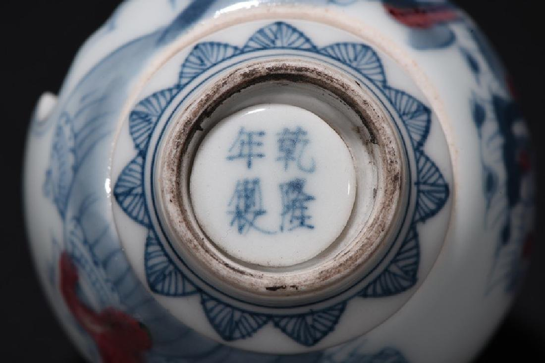 A SET OF TWO CHINESE SNUFF BOTTLES - 17