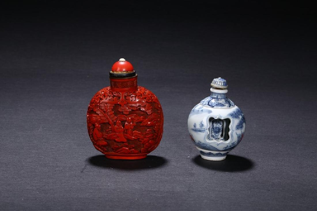 A SET OF TWO CHINESE SNUFF BOTTLES