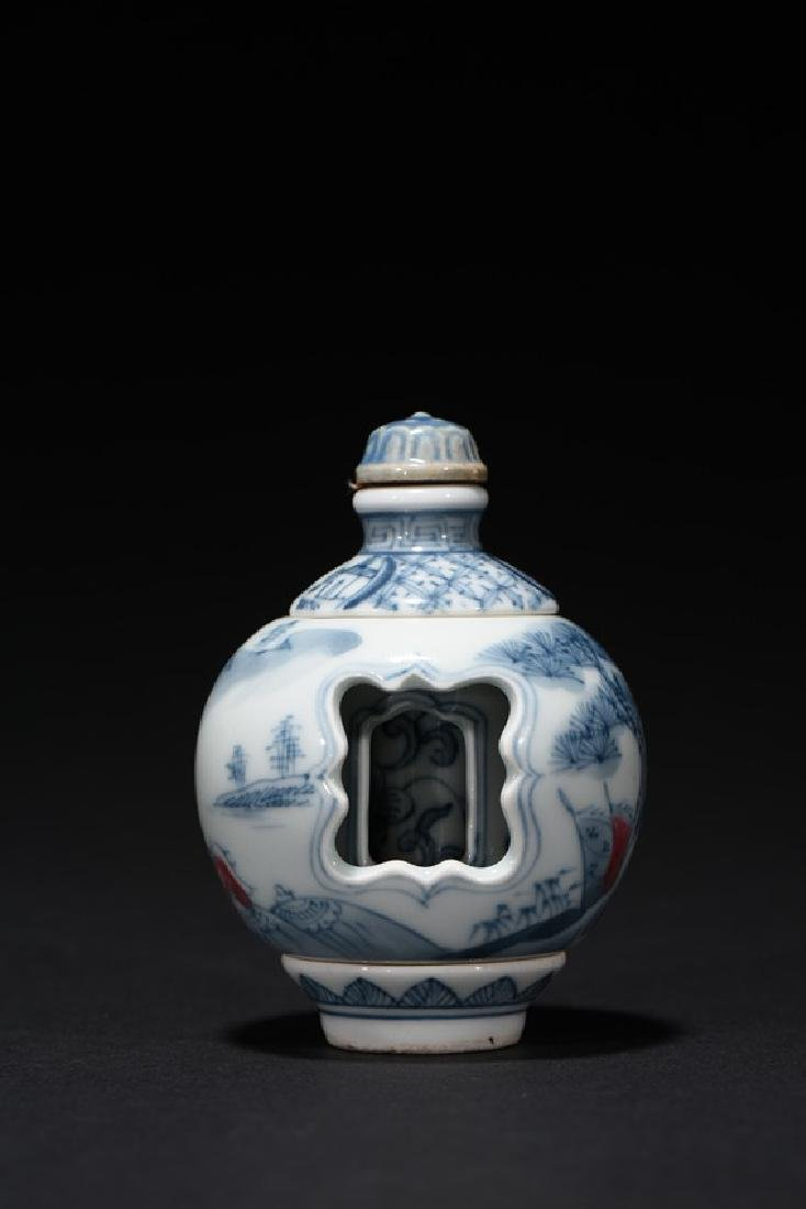 A SET OF TWO CHINESE SNUFF BOTTLES - 9