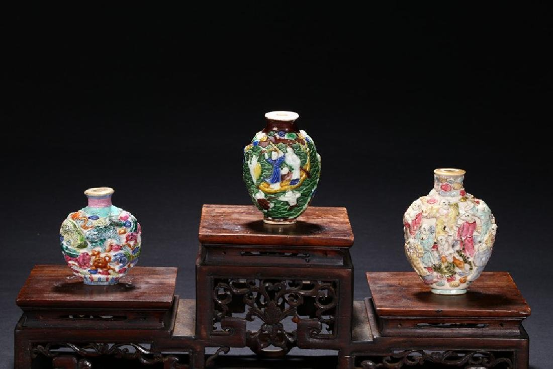 A GROUP OF THREE FAMILLE ROSE CARVED SNUFF BOTTLES