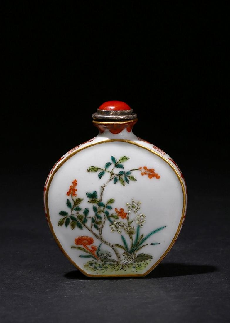 A CHINESE FAMILLE ROSE 'FLOWER AND POEM' SNUFF BOTTLE