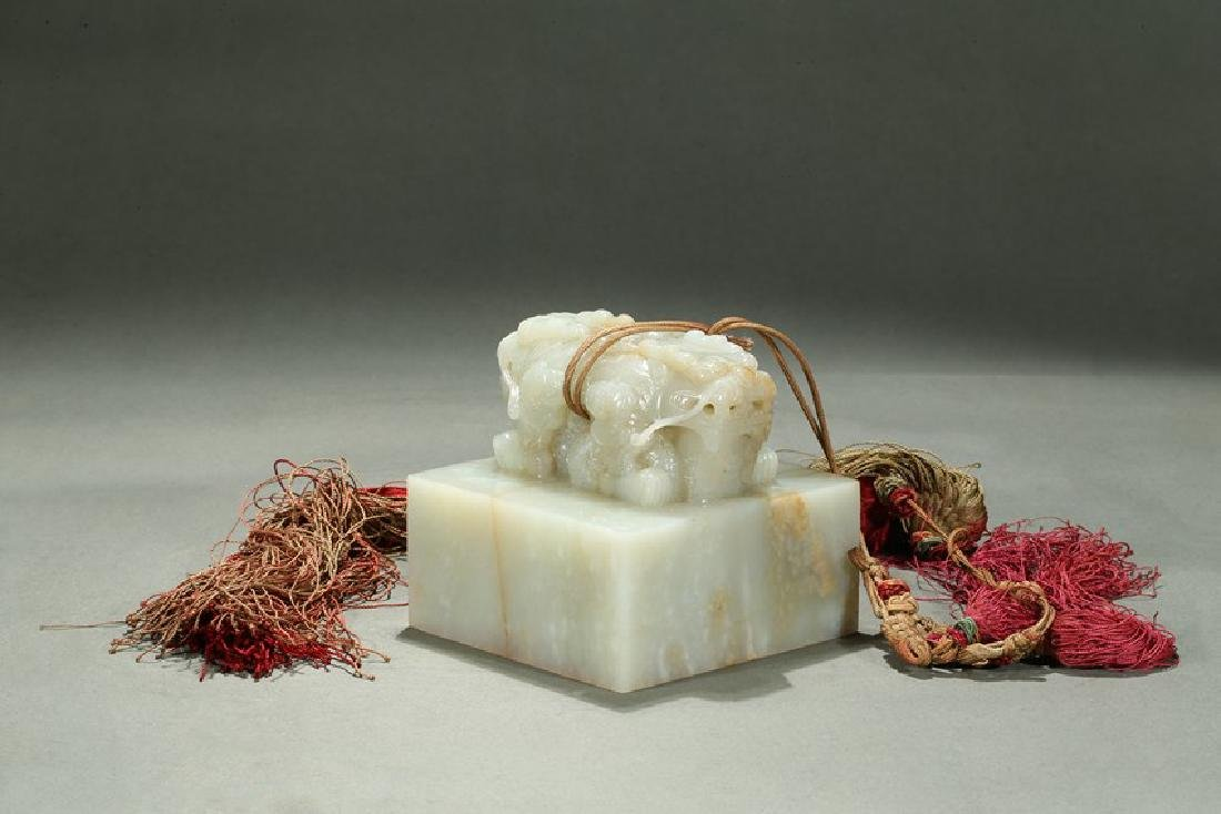 A WHITE JADE CARVED 'DRAGON' SEAL