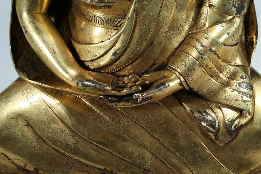 A GILT BRONZE FIGURE OF LAMA WITH INSCRIPTION - 4