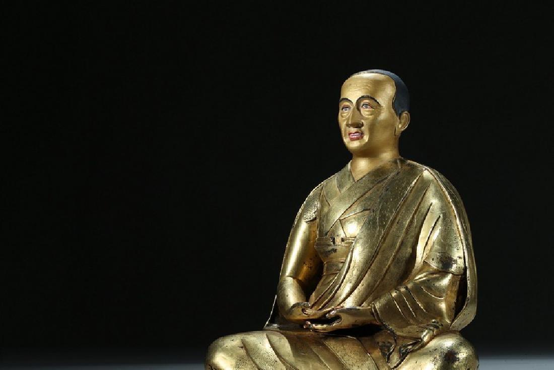 A GILT BRONZE FIGURE OF LAMA WITH INSCRIPTION - 7