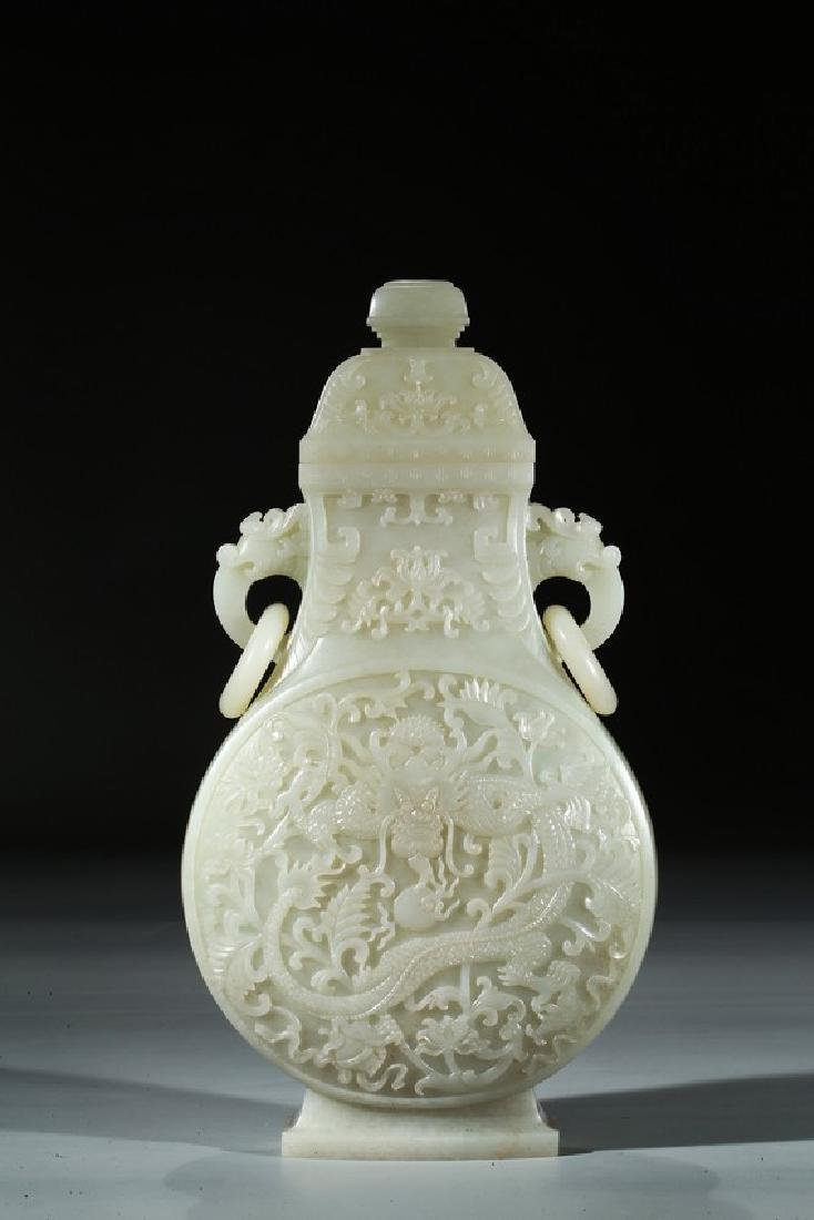A LARGE AND RARE WHITE JADE MOONFLASK VASE