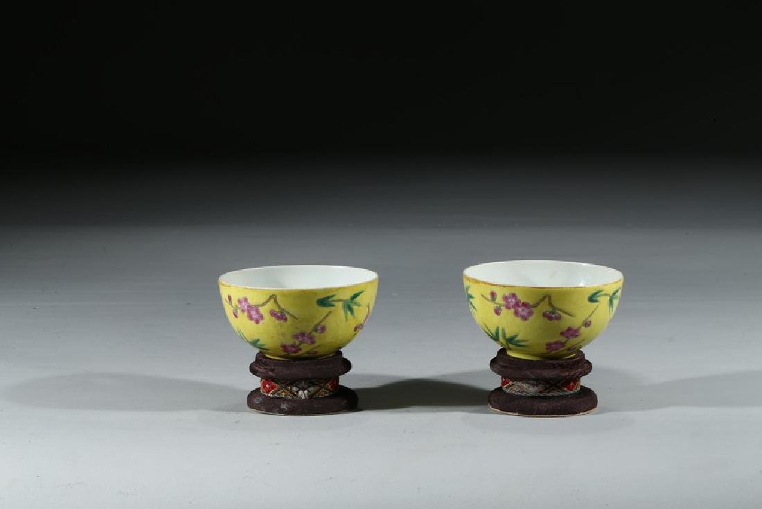 A PAIR OF FAMILLE ROSE 'BAMBOO' BOWLS