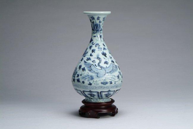 10: Chinese blue and white vase
