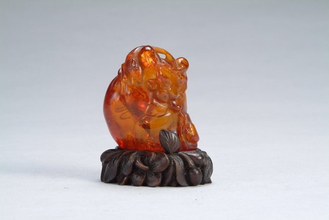 131: A Chinese amber figure, period of Qing Dynasty