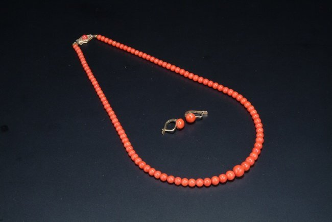 2: A SET OF RED CORAL NECKLACE AND EARRINGS