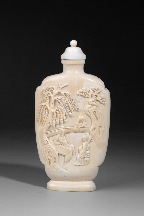 8: A WELL CARVED IVORY SNUFF BOTTLE