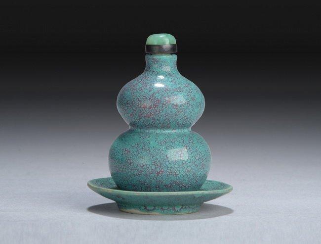 16: A SET OF CHINESE ROBIN'S EGG GLAZE SNUFF BOTTLE