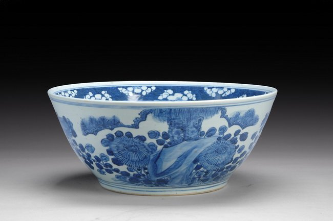 20: A LARGE CHINESE EXPORT BLUE AND WHITE BOWL