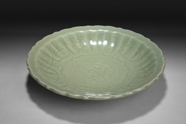 """21: A CHINESE """"LONGQUAN"""" CELADON """"LOTUS"""" CHARGER"""
