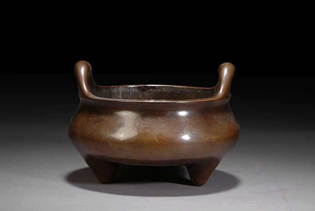 4: A CHINESE BRONZE TWIN HANDLE CENSER