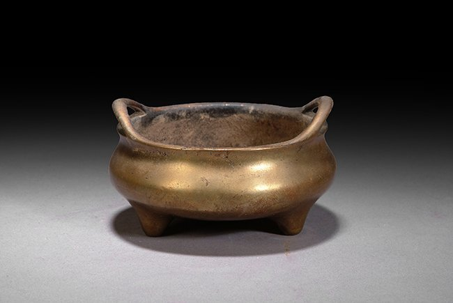 5: A CHINESE BRONZE TWIN HANDLE CENSER
