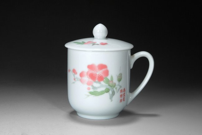 A SET OF PRESENTATION CUP BY WANG JINQING AND LI NA, DA
