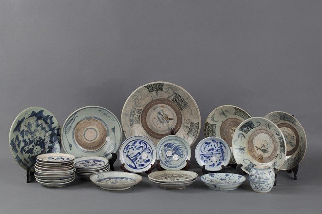 A SET OF TWENTY SEVEN BLUE AND WHITE WARES