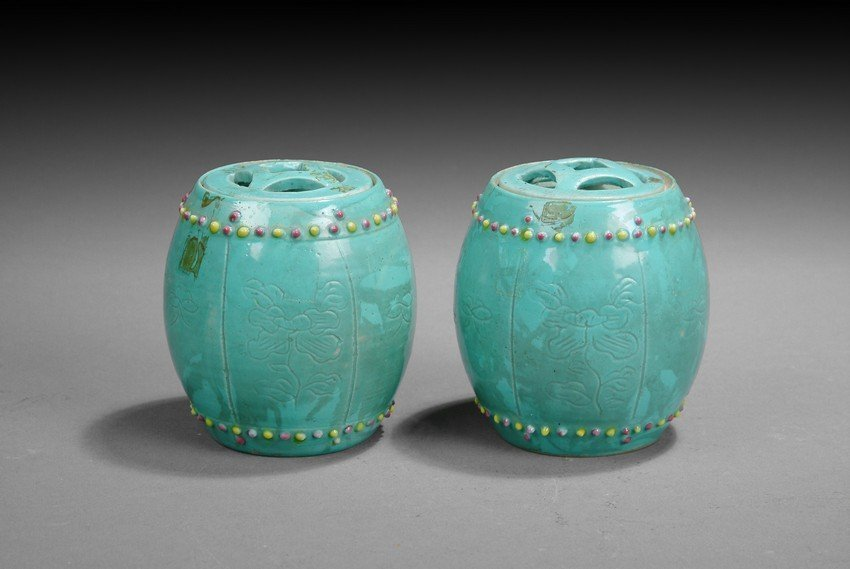 A PAIR OF MINIATURE PORCELAIN DRUM STOOLS WITH LID