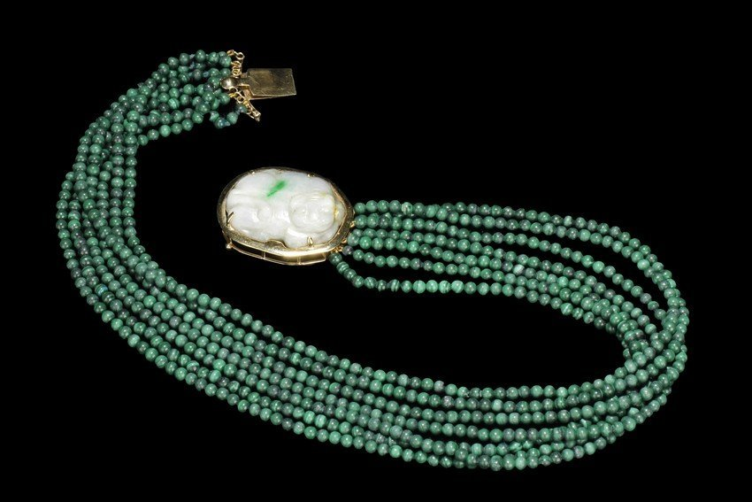 A 14K GOLD MALACHITE AND JADE NECKLACE