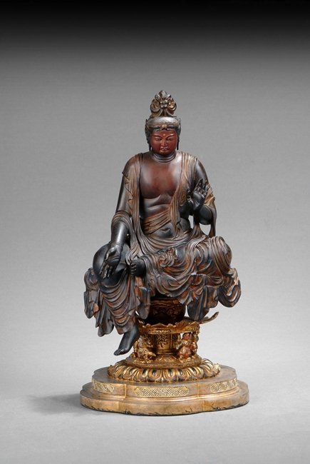 A WOOD CARVED SHAKYAMUNI FIGURE
