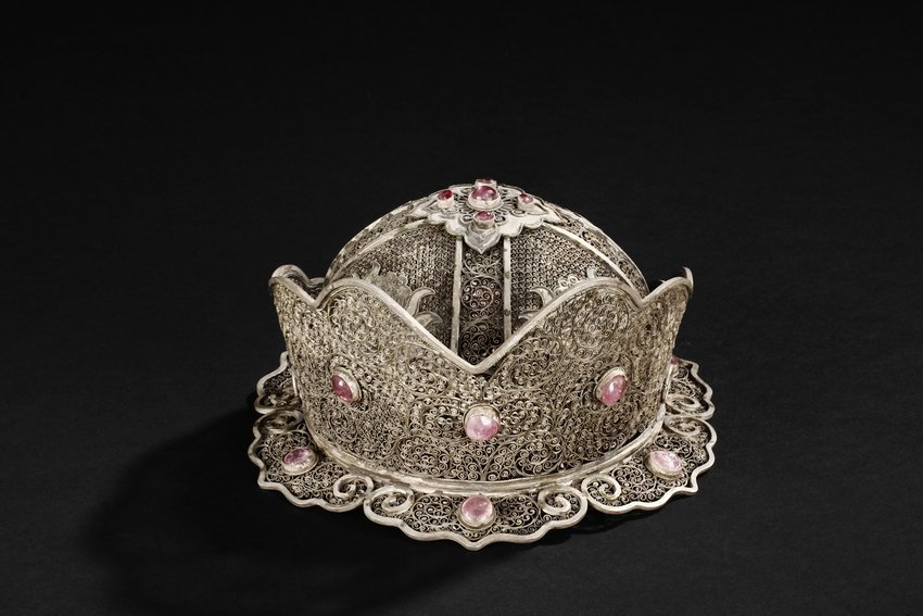 A SILVER FILIGREE OFFICIAL'S HAT INSET WITH TOURMALINE