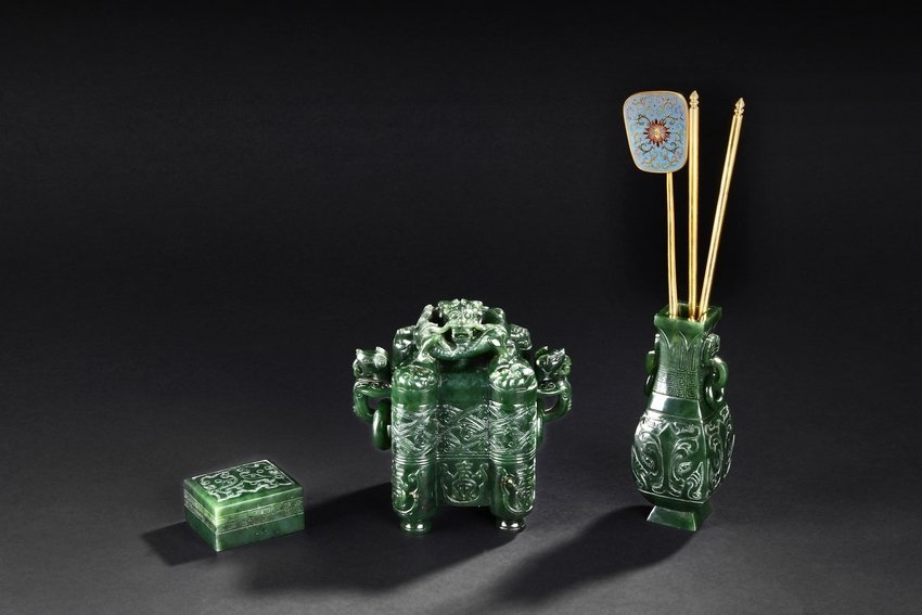 A FINELY CARVED SPINACH JADE INCENSE GARNITURE SET