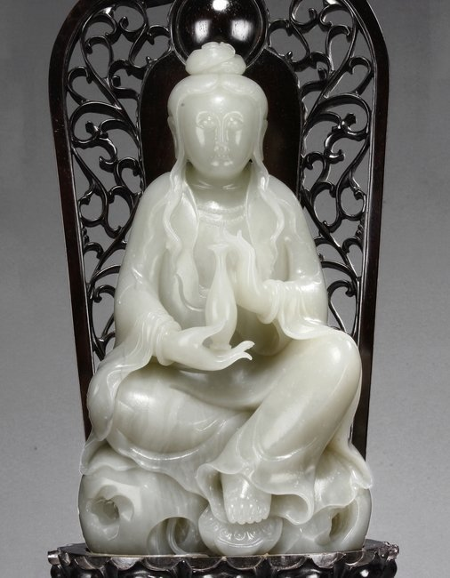 A LARGE WHITE JADE 'GUANYIN' WITH ZITAN BASE - 3