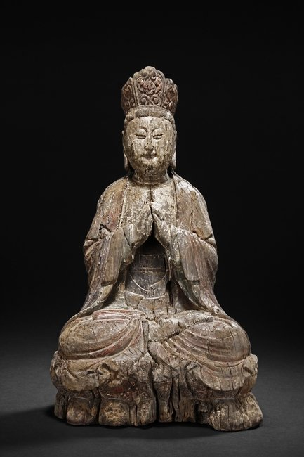 A WOOD CARVED SEATED GUANYIN BODHISATTVA