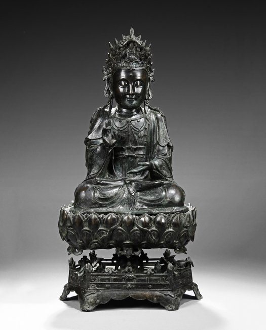 A MAGNIFICENT BRONZE GUANYIN FIGURE ON LOTUS STAND