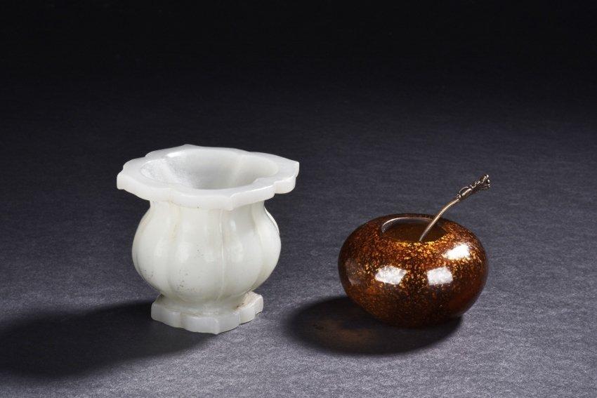 A WHITE GLASS JAR AND SPLASHED GILT GLASS WASHER