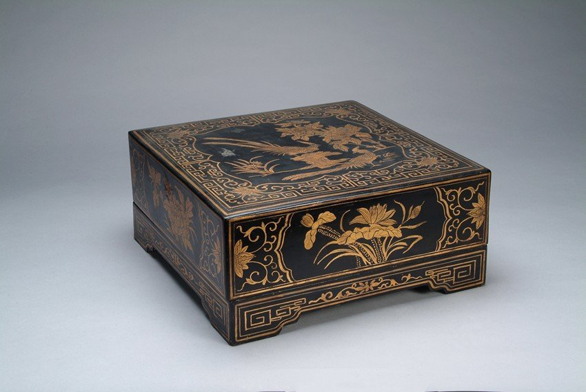 A CHINESE SQUARE LACQUER BOX