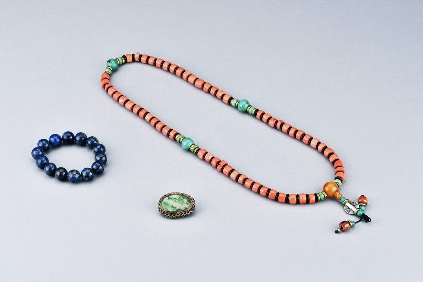 A GROUP OF LAPIS LAZULI, CORAL, AND JADEITE JEWELRY