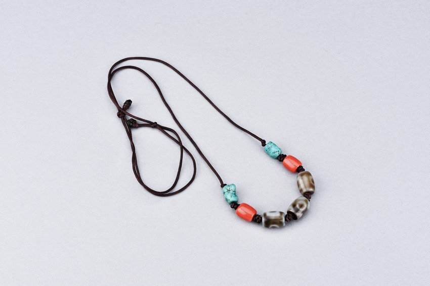 A DZI BEAD AND TURQUOISE NECKLACE