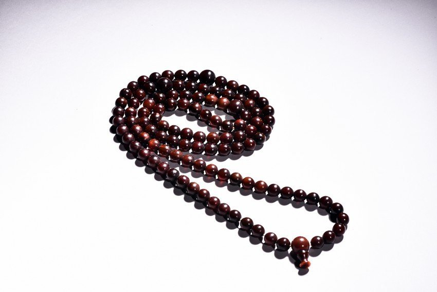 A HORN CARVED 113 BEADS NECKLACE