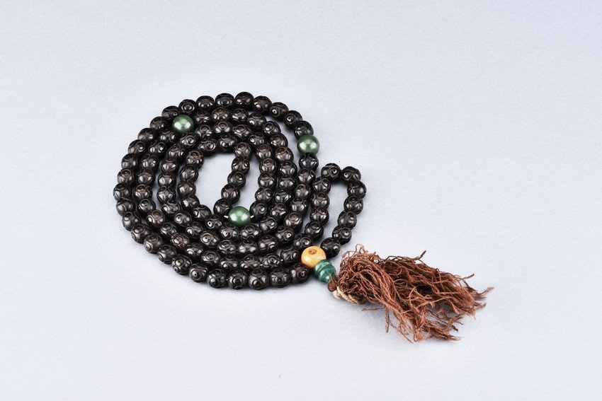 A PUTI SEED 113 BEADS NECKLACE
