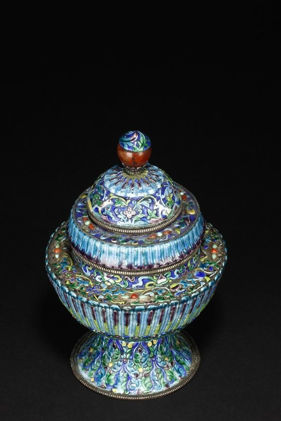 A CLOISONNE BLUE ENAMEL VESSEL AND THE COVER