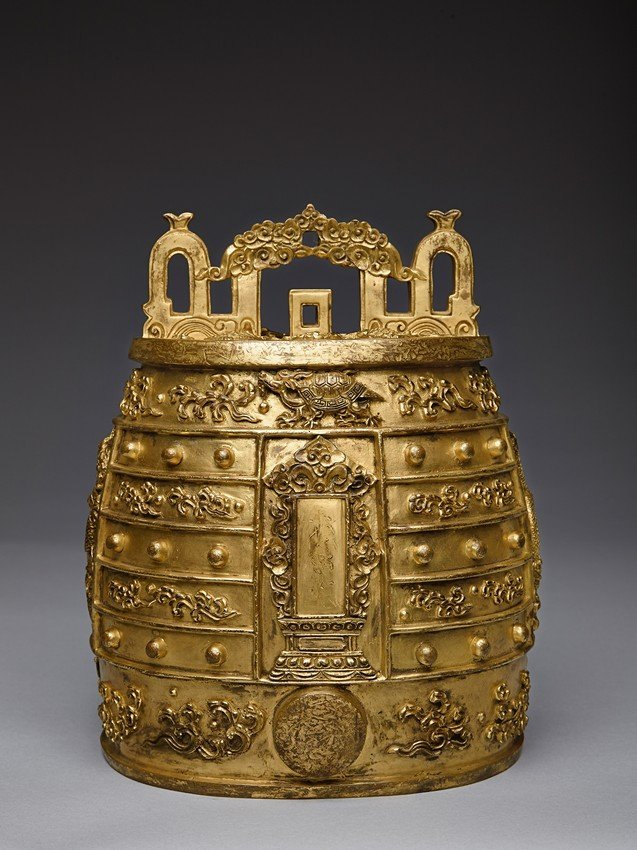AN EXCEPTIONAL IMPERIAL GILT-BRONZE RITUAL BELL