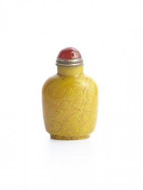 A Swirled Yellow Glass Snuff Bottle