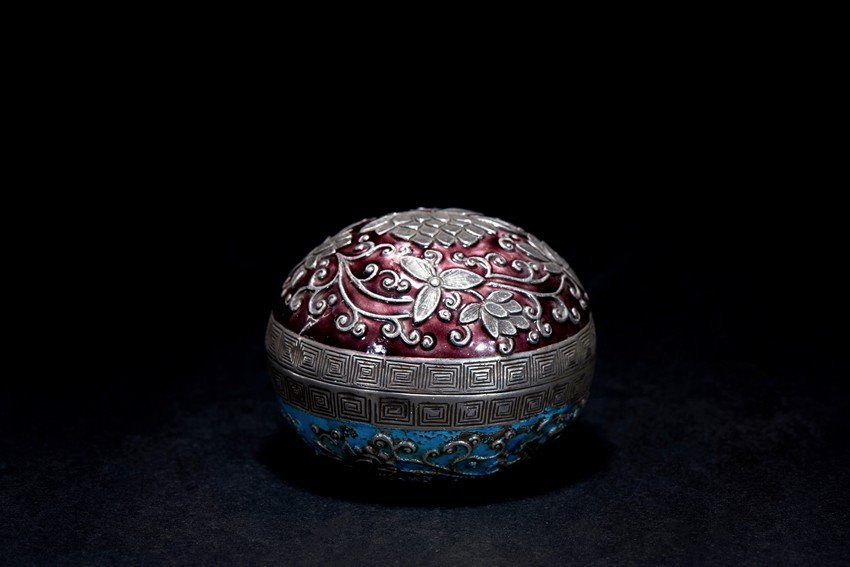 AN ENAMELLED SILVER BOX AND COVER
