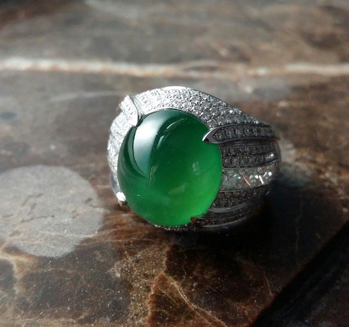 OLD-MINE GLASSY JADEITE JADE DIAMOND RING
